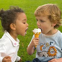 kids-sharing-cone
